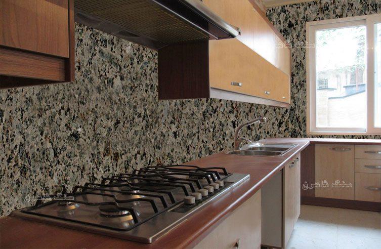 نما-آشپز-خانه-با-سنگ-گرانیت-شکلاتی-خرم-دره