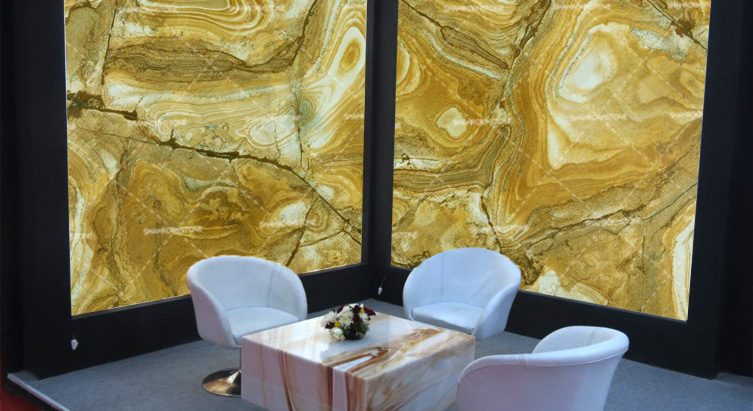 سنگ-نما-دیوار-و-کار-شده-دیوار--خارجی-قهوه-ای-زرد-طرح-چوب